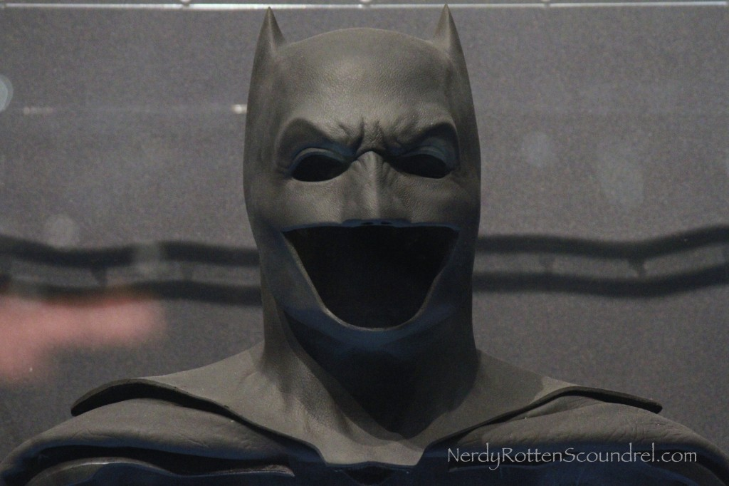 NEW YORK COMIC CON 2014: Images of Ben Affleck's BATMAN v ... Batman Cowl Ben Affleck