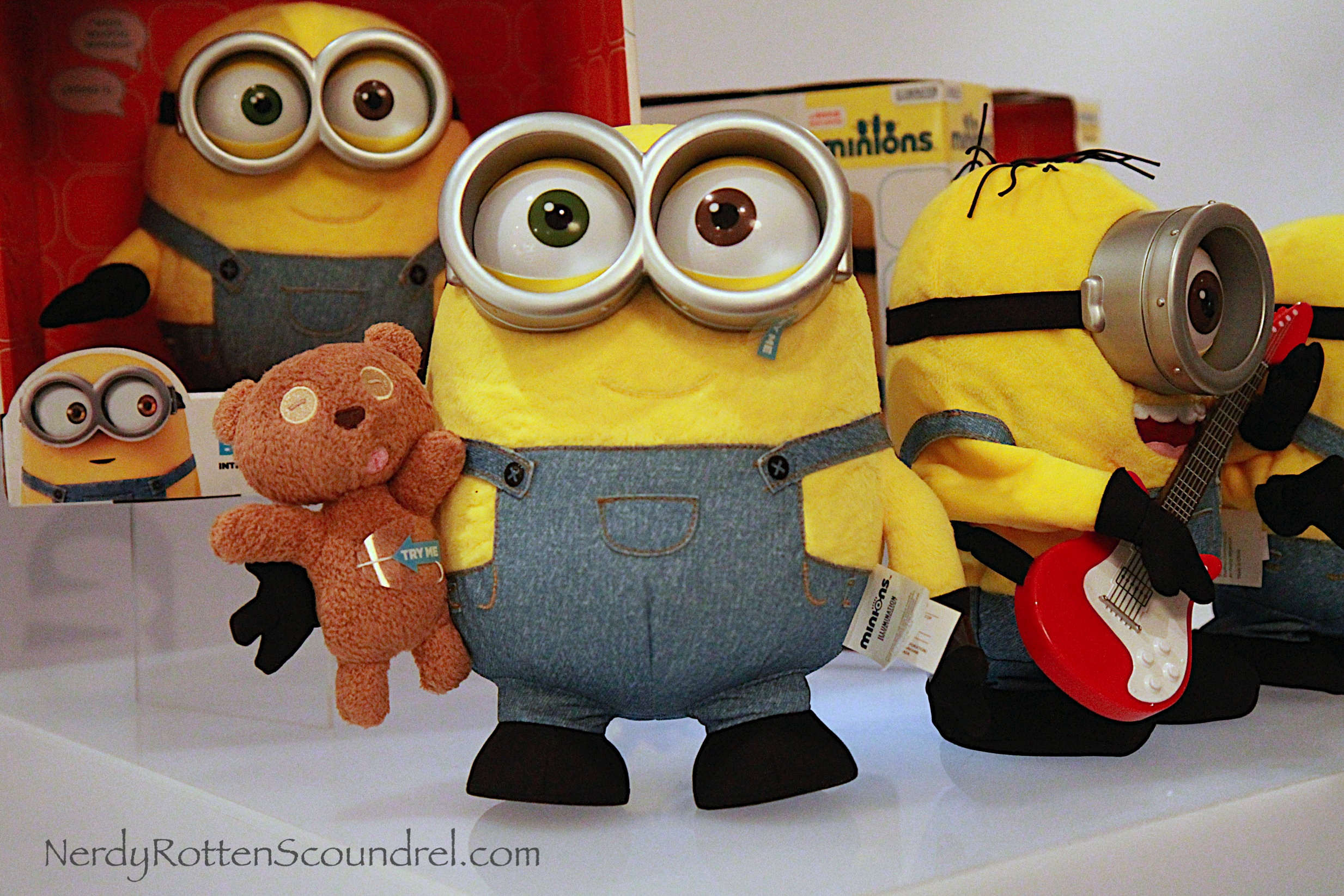 Minion Bob With Teddy Bear Plush Doll IMG 3481 001