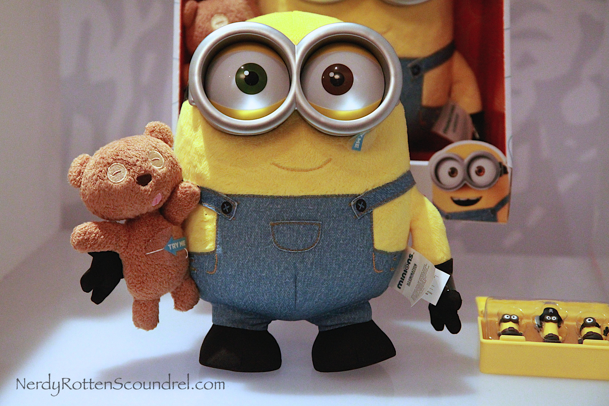 Minion Bob With Teddy Bear Plush Doll IMG 3481 001 3484 3491