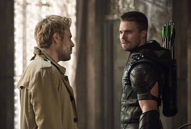 Matt_Ryan_as_Constantine_and_Stephen_Amell_ARROW2