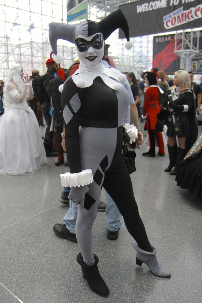 New_York_Comic_Con_Cosplay_2015_Black_And_White_Harley_Quinn_1