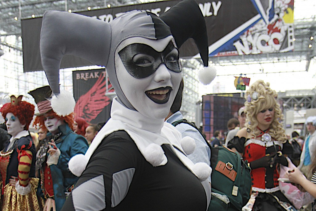 New_York_Comic_Con_Cosplay_2015_Black_And_White_Harley_Quinn_2