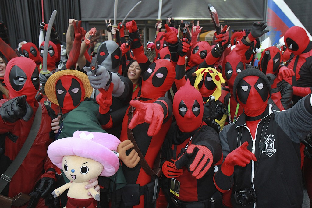 New_York_Comic_Con_Cosplay_2015_Deadpool_Army_1