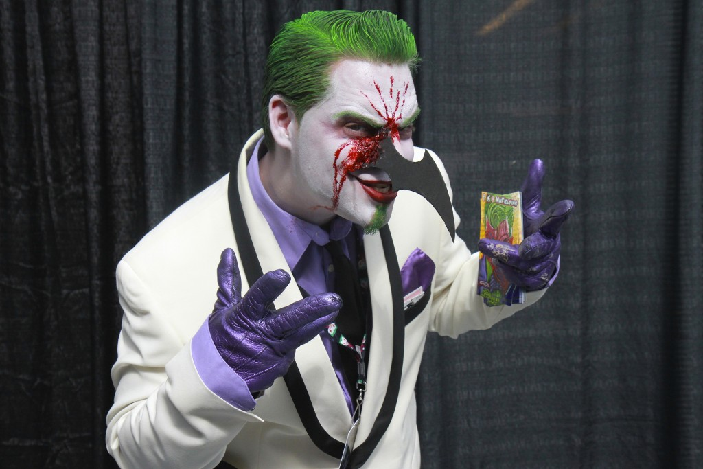 New_York_Comic_Con_Cosplay_2015_Joker_Batterang