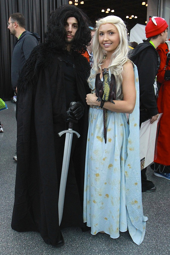 New_York_Comic_Con_Cosplay_2015_Jon_Snow_Daenerys_Game_Of_Thrones_1
