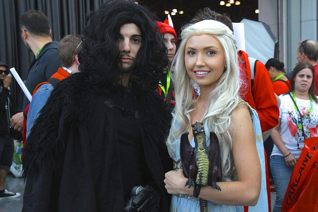 New_York_Comic_Con_Cosplay_2015_Jon_Snow_Daenerys_Game_Of_Thrones_2