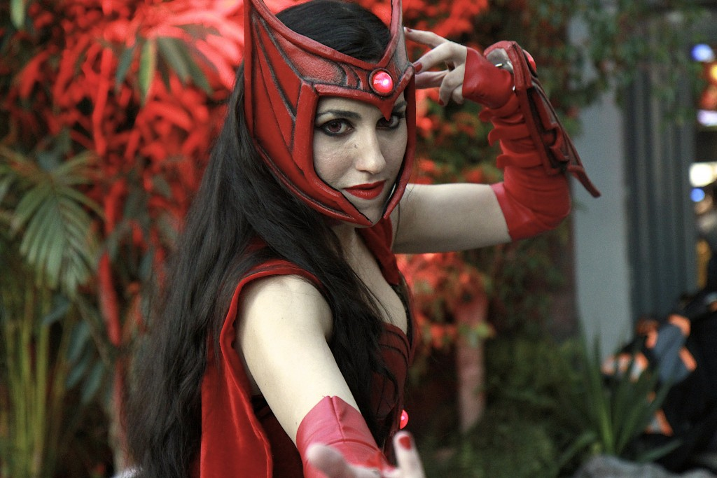 New_York_Comic_Con_Cosplay_2015_Scarlet_Witch_1
