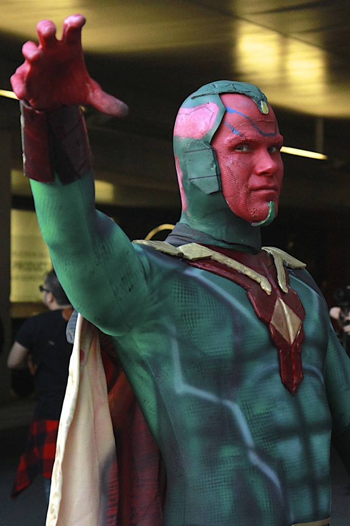 New_York_Comic_Con_Cosplay_2015_Vision_2