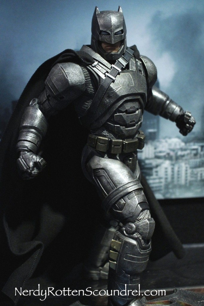 BATMAN-V-SUPERMAN-BATMAN-ARMOR-STATUE-TOY-FAIR-2016- DC-COLLECTIBLES-2