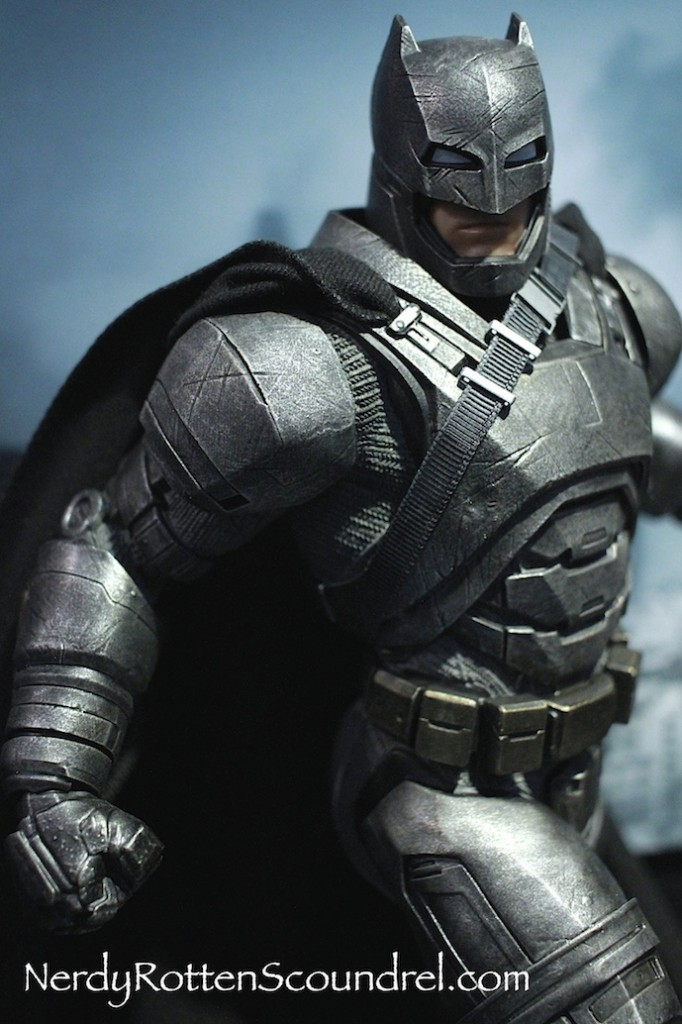 BATMAN-V-SUPERMAN-BATMAN-ARMOR-STATUE-TOY-FAIR-2016- DC-COLLECTIBLES-3