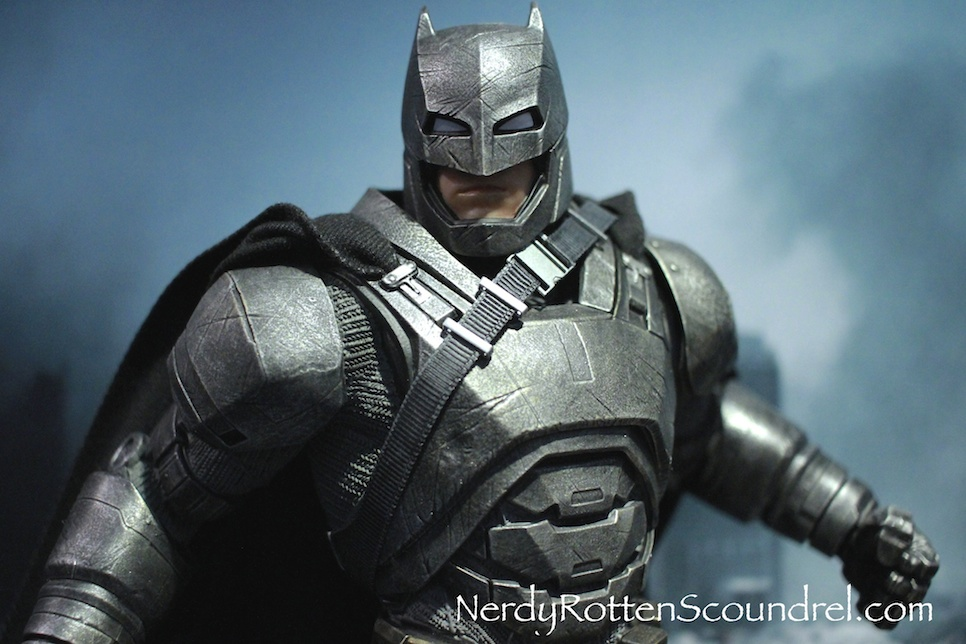 BATMAN-V-SUPERMAN-BATMAN-ARMOR-STATUE-TOY-FAIR-2016- DC-COLLECTIBLES-5
