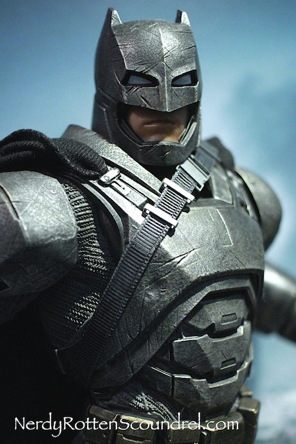 BATMAN-V-SUPERMAN-BATMAN-ARMOR-STATUE-TOY-FAIR-2016- DC-COLLECTIBLES-6