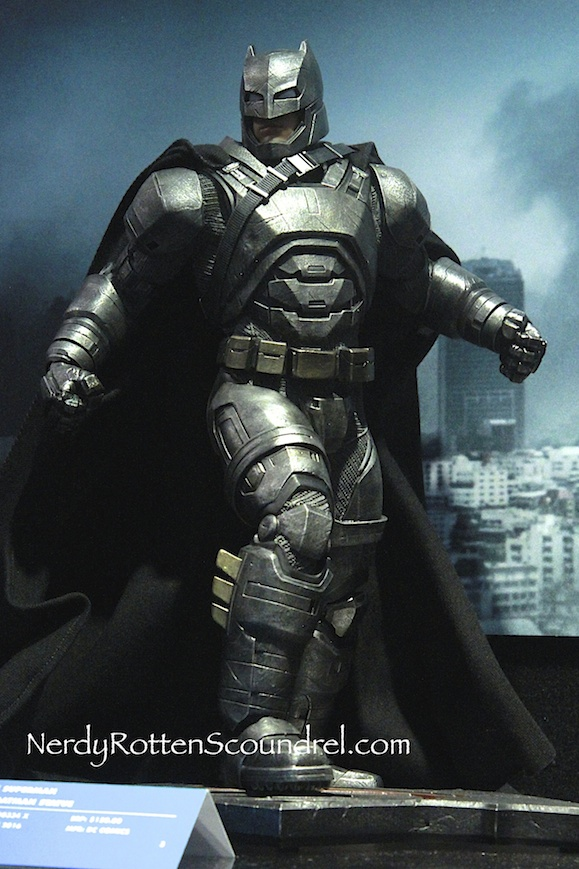 BATMAN-V-SUPERMAN-BATMAN-ARMOR-STATUE-TOY-FAIR-2016- DC-COLLECTIBLES-7