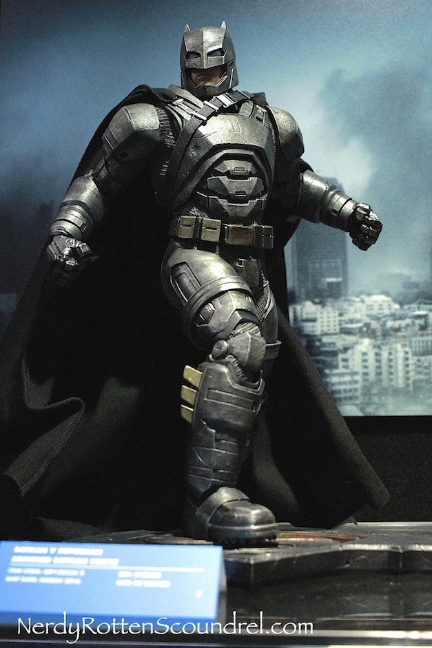 BATMAN-V-SUPERMAN-BATMAN-ARMOR-STATUE-TOY-FAIR-2016- DC-COLLECTIBLES