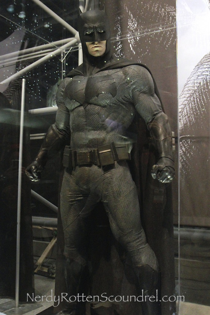 Affleck-Batman-Costume-Batman-V-Superman-New-York-Comic-Con-10