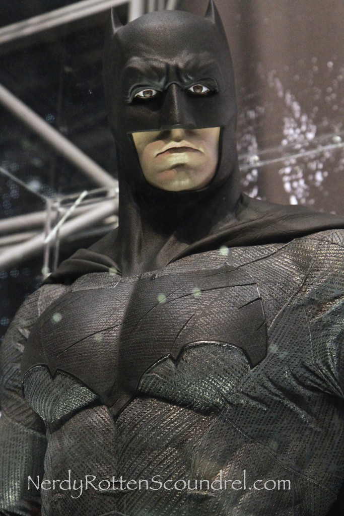 Affleck-Batman-Costume-Batman-V-Superman-New-York-Comic-Con-14