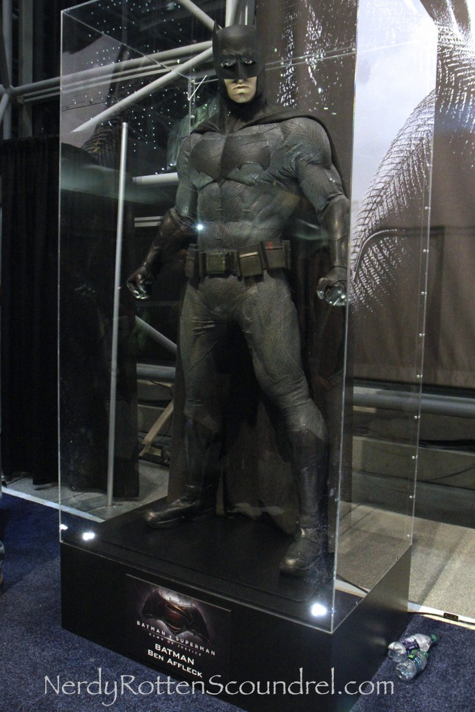 Affleck-Batman-Costume-Batman-V-Superman-New-York-Comic-Con-16