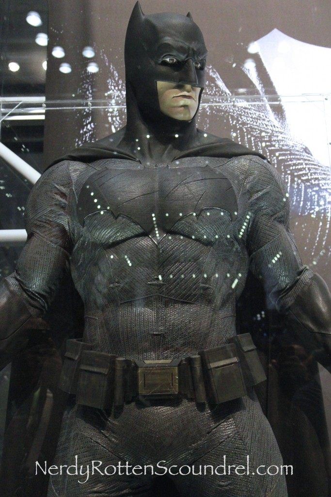 Affleck-Batman-Costume-Batman-V-Superman-New-York-Comic-Con-4