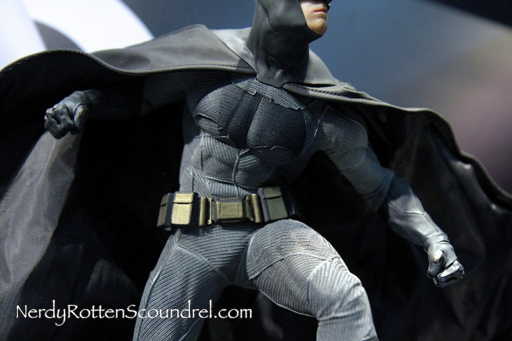 BATMAN-V-SUPERMAN-BATMAN-BEN-AFFLECK-STATUE-TOY-FAIR-2016- DC-COLLECTIBLES-6