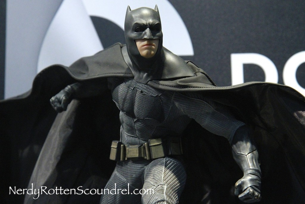 BATMAN-V-SUPERMAN-BATMAN-BEN-AFFLECK-STATUE-TOY-FAIR-2016- DC-COLLECTIBLES-8