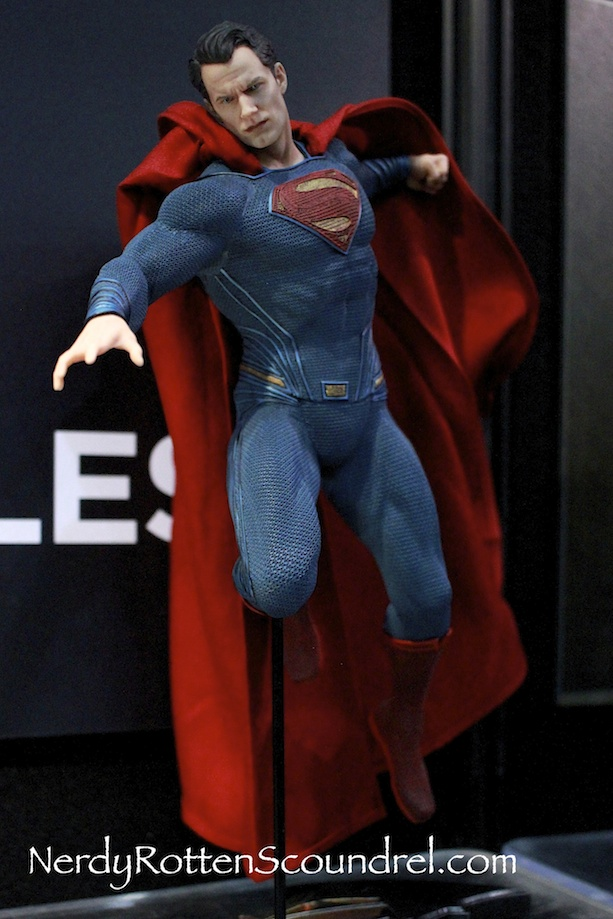 BATMAN-V-SUPERMAN-HENRY-CAVILL-STATUE-TOY-FAIR-2016- DC-COLLECTIBLES-2