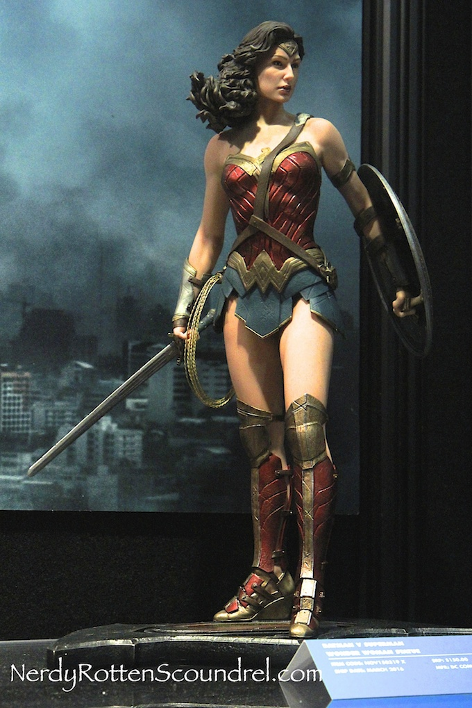 BATMAN-V-SUPERMAN-WONDER-WOMAN-GAL-GADOT-STATUE-TOY-FAIR-2016- DC-COLLECTIBLES-5