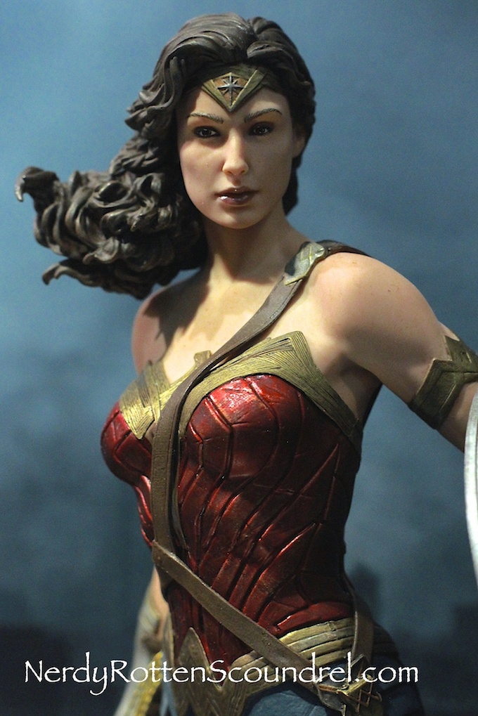 BATMAN-V-SUPERMAN-WONDER-WOMAN-GAL-GADOT-STATUE-TOY-FAIR-2016- DC-COLLECTIBLES-6