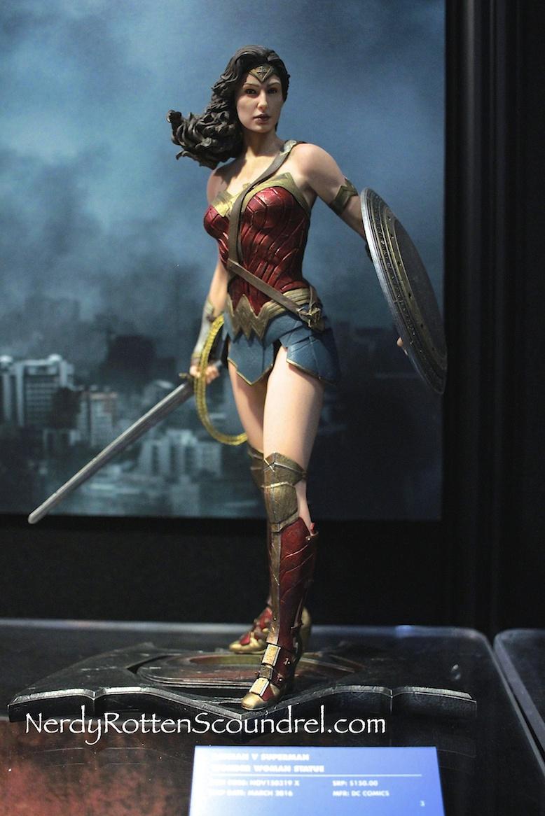 TOY FAIR 2016: BATMAN V SUPERMAN Statues From DC