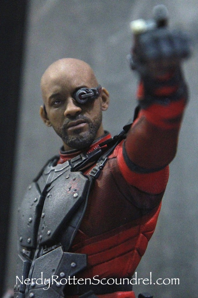 SUICIDE SQUAD-DEADSHOT-TOY-FAIR-2016- DC-COLLECTIBLES-2