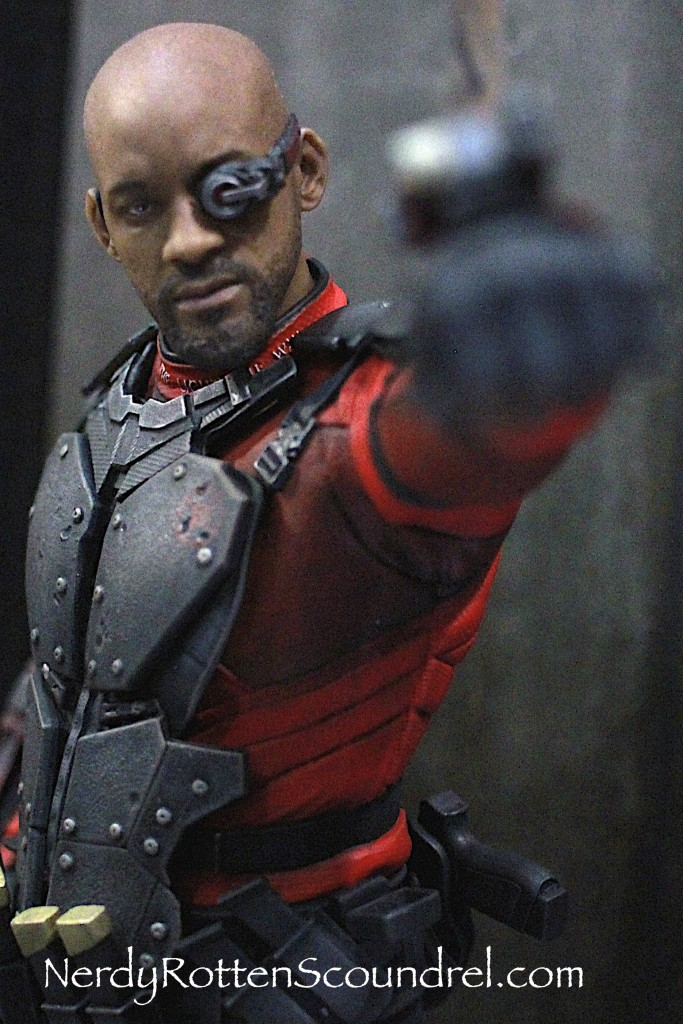SUICIDE SQUAD-DEADSHOT-TOY-FAIR-2016- DC-COLLECTIBLES-3