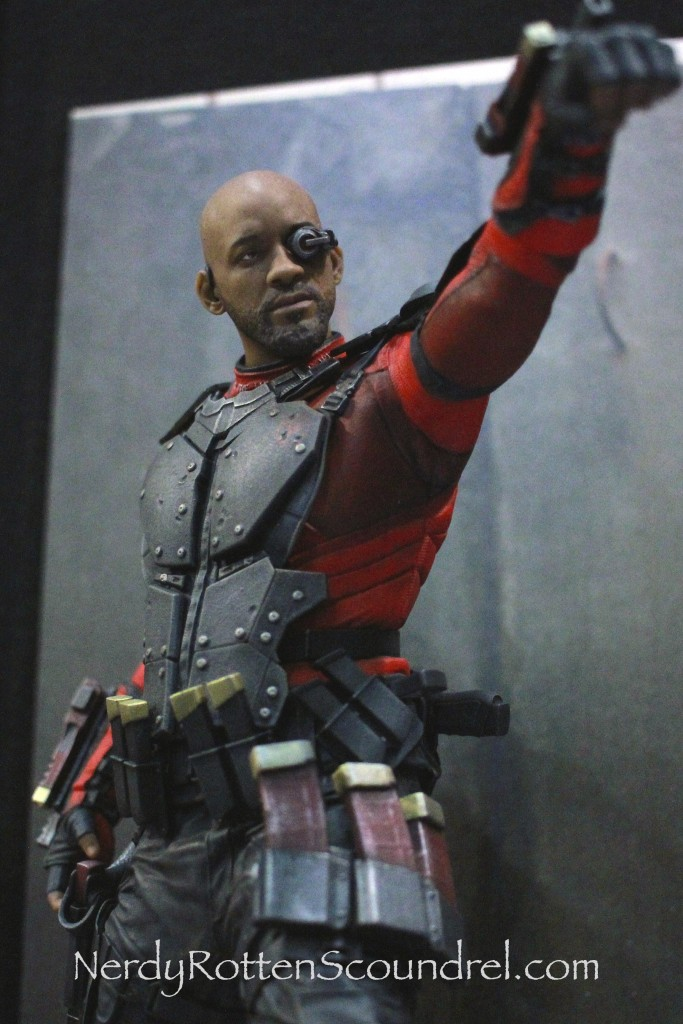 SUICIDE SQUAD-DEADSHOT-TOY-FAIR-2016- DC-COLLECTIBLES