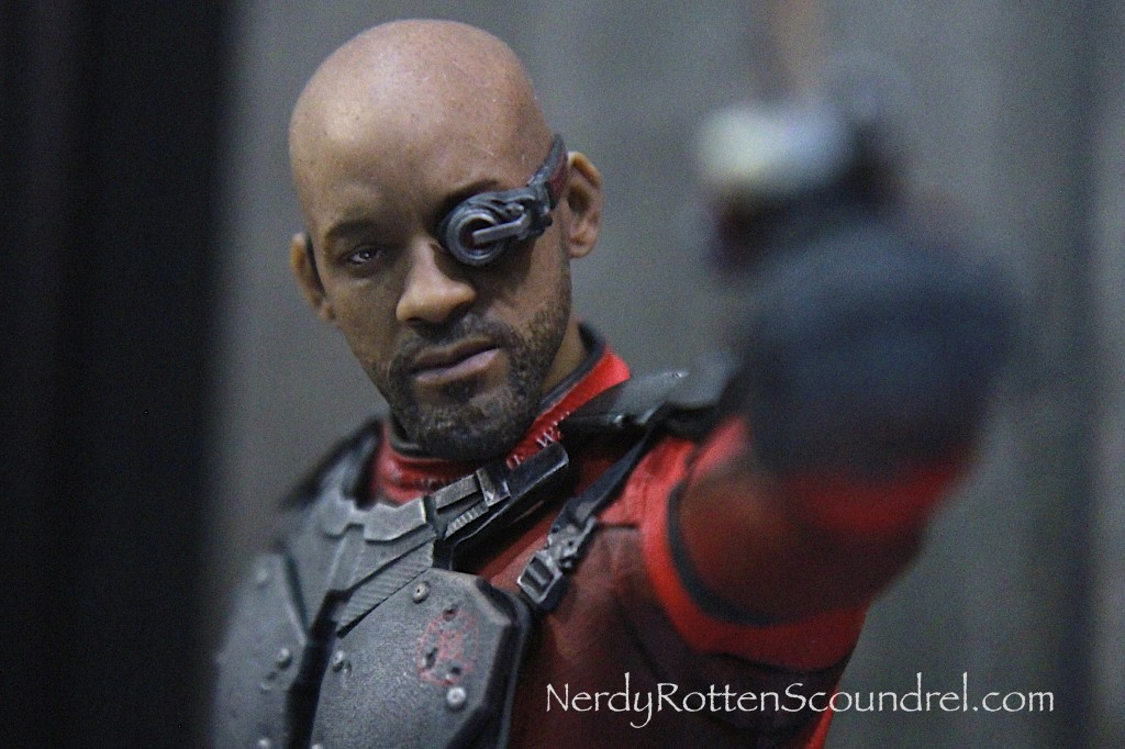 SUICIDE SQUAD-DEADSHOT-TOY-FAIR-2016- DC-COLLECTIBLES-8