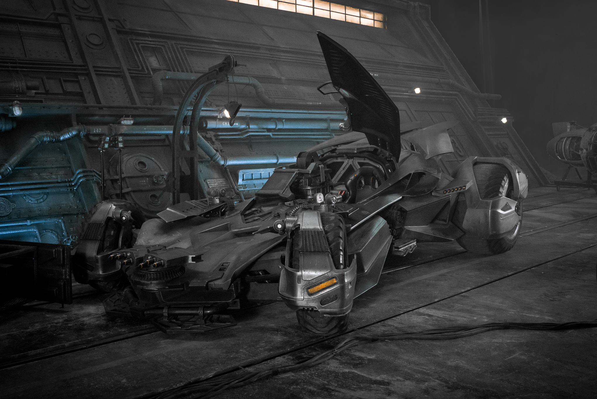 JUSTICE LEAGUE Logo Synopsis And Batmobile Revealed - Brand new batmobile revealed awesome